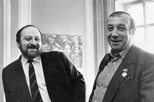 Писатели Георгий  и Аркадий Вайнеры. 1990 г.