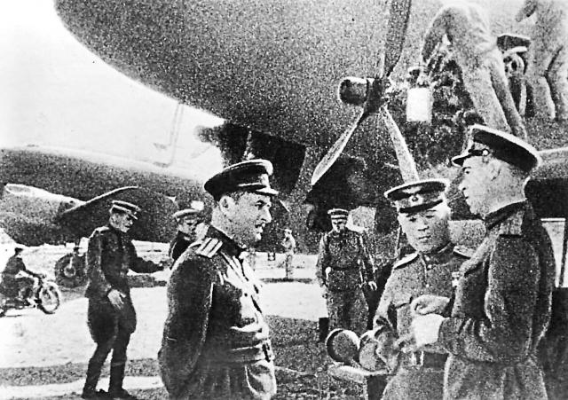 Авиационная группа особого назначения (АГОН) базировалась в Бари (Италия).