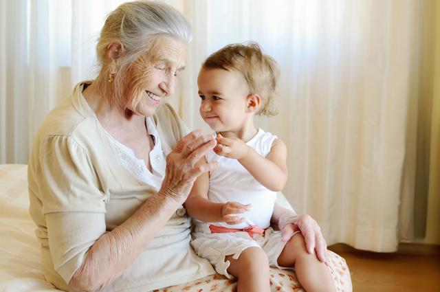 бабушка, долгожитель, внук