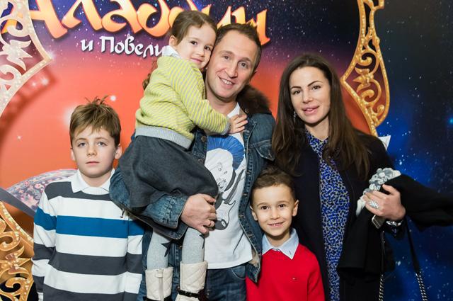 Оскар Кучера с семьёй