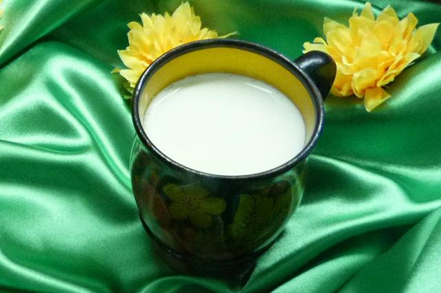 Добавьте в напиток немного молока, и он приобретёт оригинальный вкус.