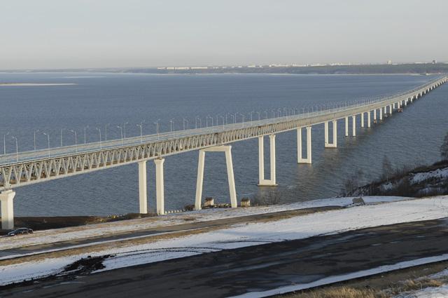 Мост через реку Волгу в Ульяновске.