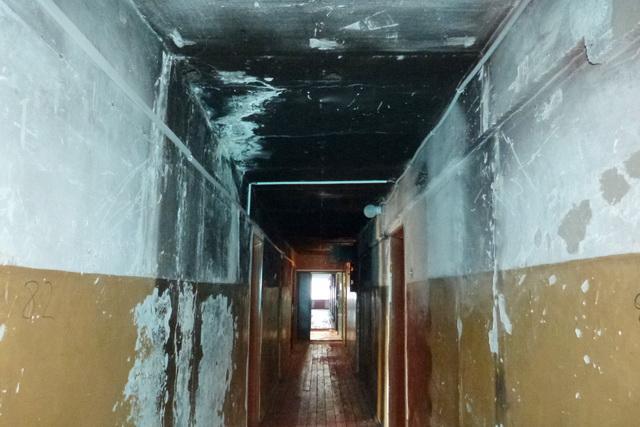 Чиновники уверяют, что после пожара в подъезде был сделан ремонт.