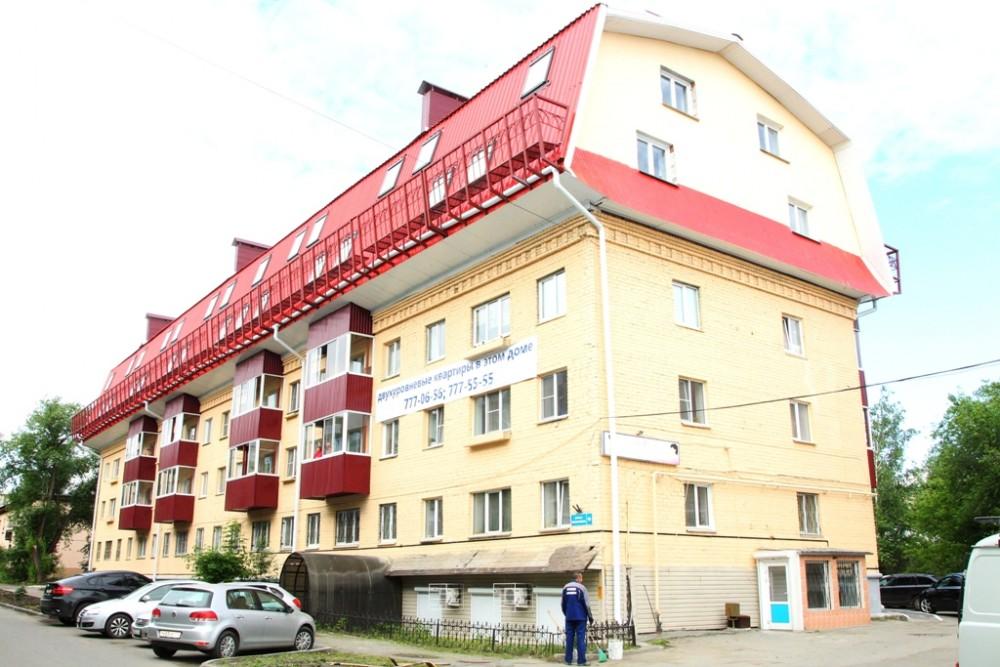 Челябинцы, заселившиеся в мансарду отремонтированного дома по улице Яблочкина, жаловались на протечку крыши.