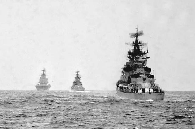 орабельная поисково-ударная группа советских противолодочных кораблей в Атлантическом океане, январь 1970 года.