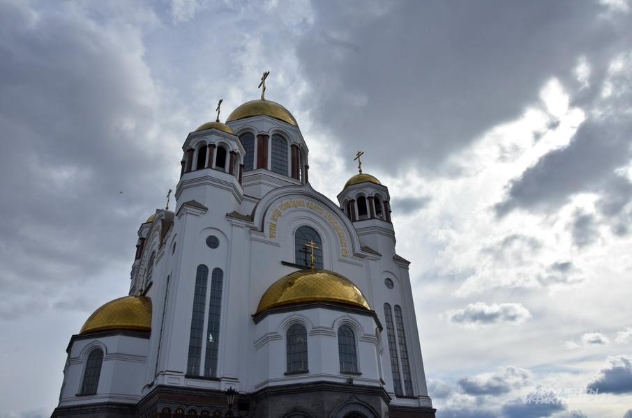 Улицу Толмачёва в Екатеринбурге предлагали назвать Ипатьевской. Но прошел компромиссный вариант: сейчас она Царская, где находится Храм-на-Крови.