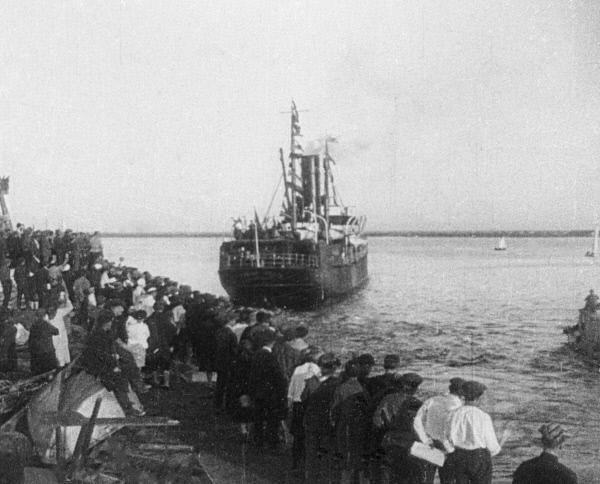 Пароход Челюскин отбывает из архангельского порта, 1933 год
