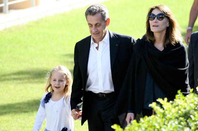 Карла Бруни и Николя Саркози с дочерью.