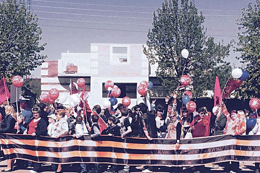 Георгиевская лента стала настоящей гордостью праздника Победы.