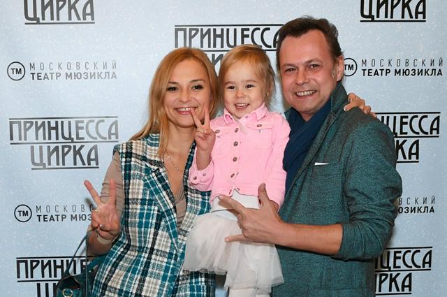 Певец Владимир Левкин с супругой Мариной и дочерью. 2016 г.
