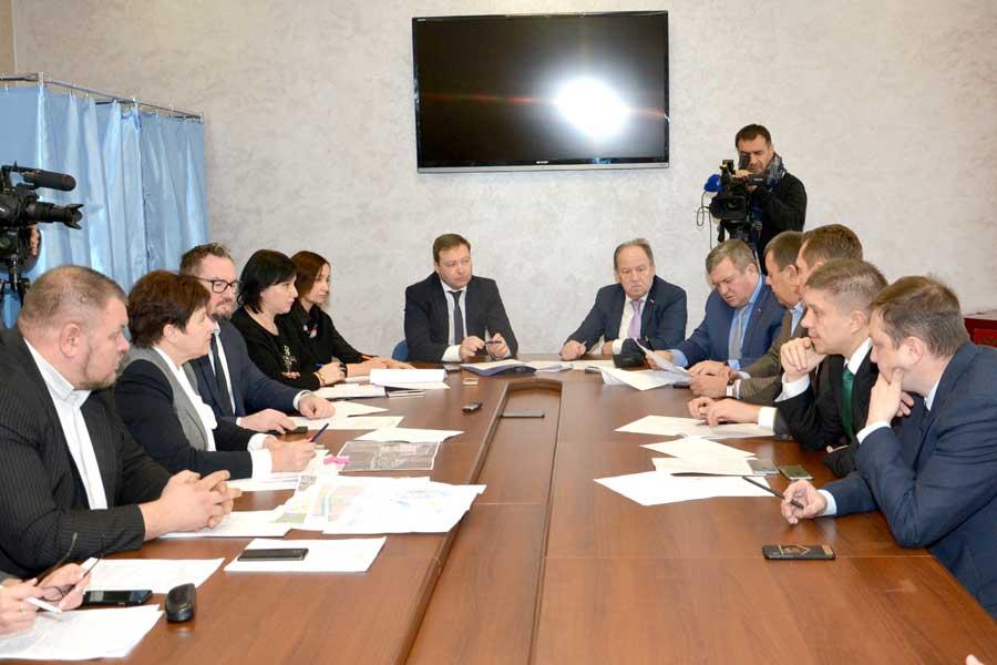 Возведение школы на ул. Ломоносова обсудили на очередном заседании постоянной комиссии по градостроительной деятельности и земельным отношениям.
