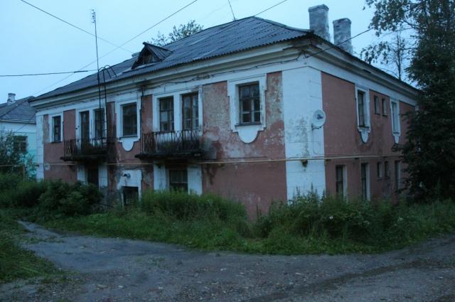 Только через суд жильцам удалось добиться того, чтобы дом признали аварийным.