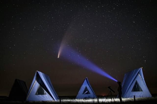 Несколько недель оренбуржцы могли наблюдать за кометой. которая пролетала очень близко к Земле.а