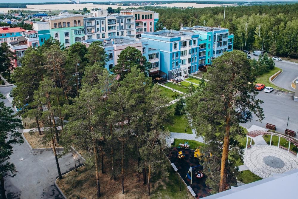 Загородная резиденция напоминает курорт.