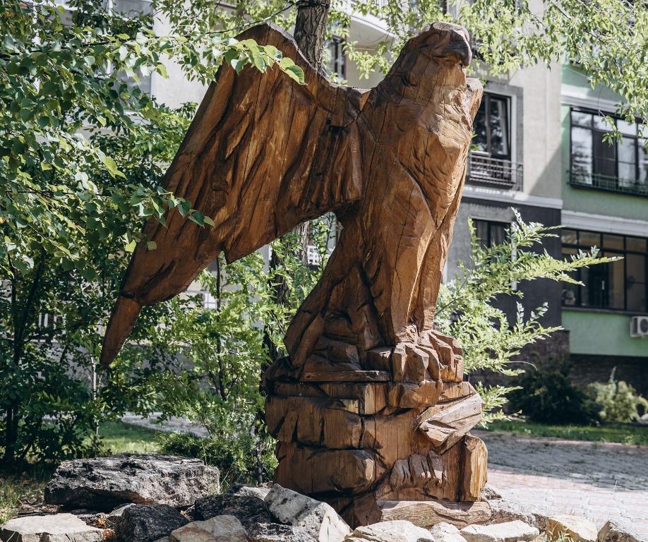 Сокол - символ резиденции.