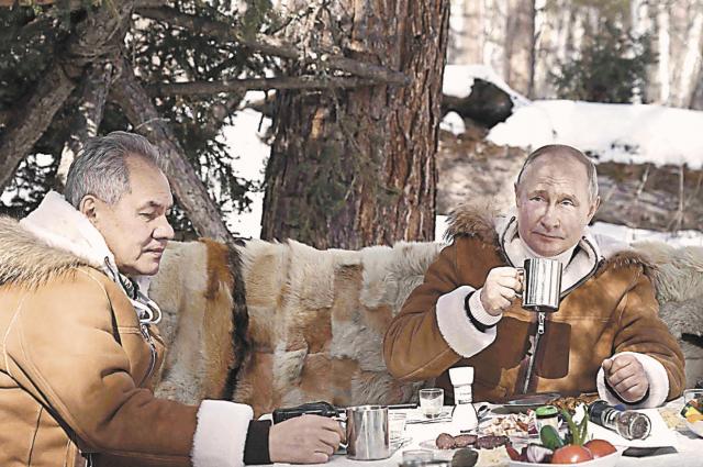 Президент и министр перекусили на свежем воздухе. В меню импровизированного пикника – колбаса, помидоры, огурцы, лук.
