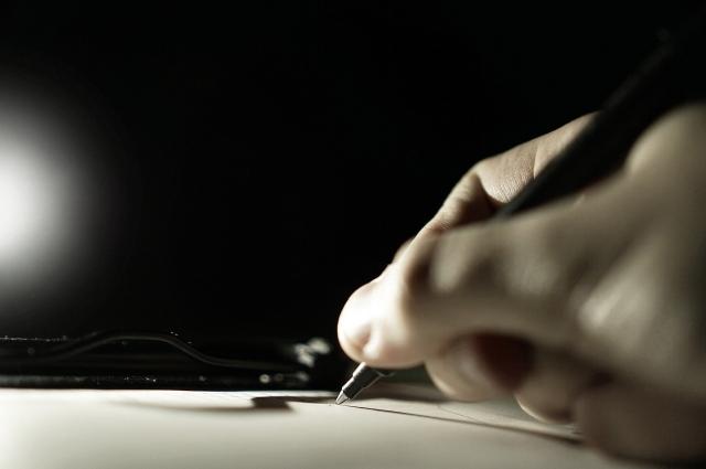 Эксперты доказали, что почерк в журнале инструктажа не принадлежит лаборанту.