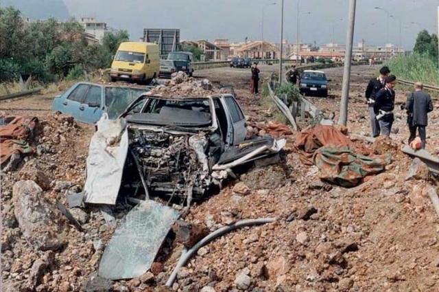 Взрыв автомобиля судьи Фальконе