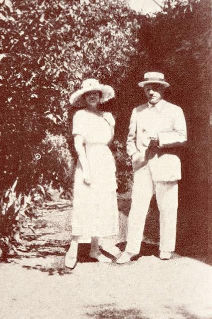 Пабло Пикассо и Ольга, Антибы, 1925 год