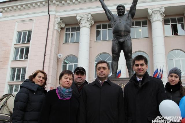 Близкие родственники Василия Алексеева на открытии памятника