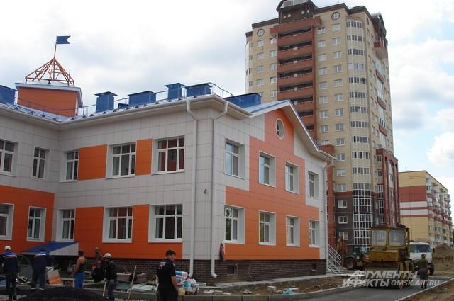 В Омске практически каждый год открываются новые сады.