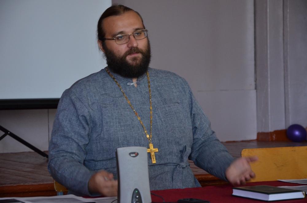 Руководитель Информационно-консультационного центра Оренбургской епархии протоиерей Артемий Шатов.