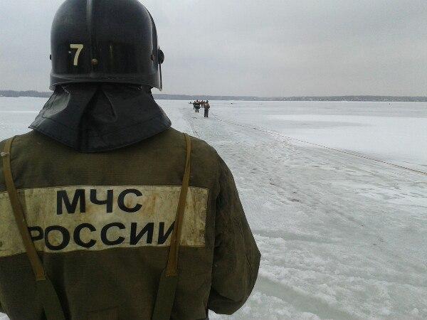 Спасение утопающих, провалились под лед