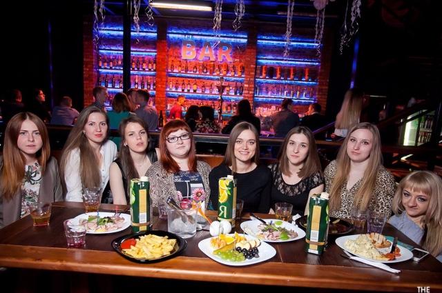 Ирина до сих пор общается со своими университетскими друзьями.
