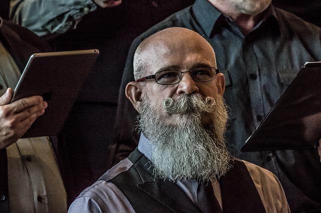В некоторых городах проводятся различные конкурсы среди бородачей.