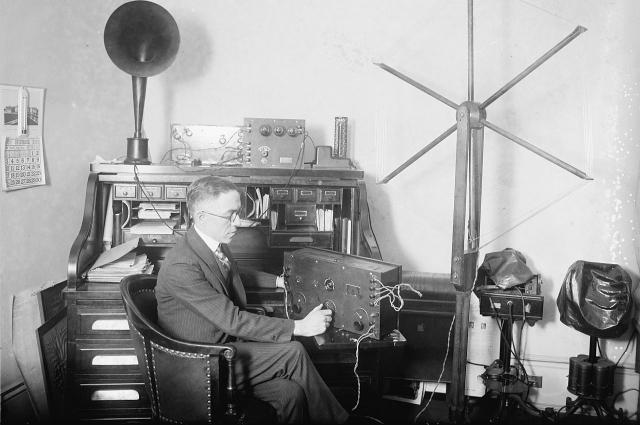 Создание радиоприемника в России было засекречено.