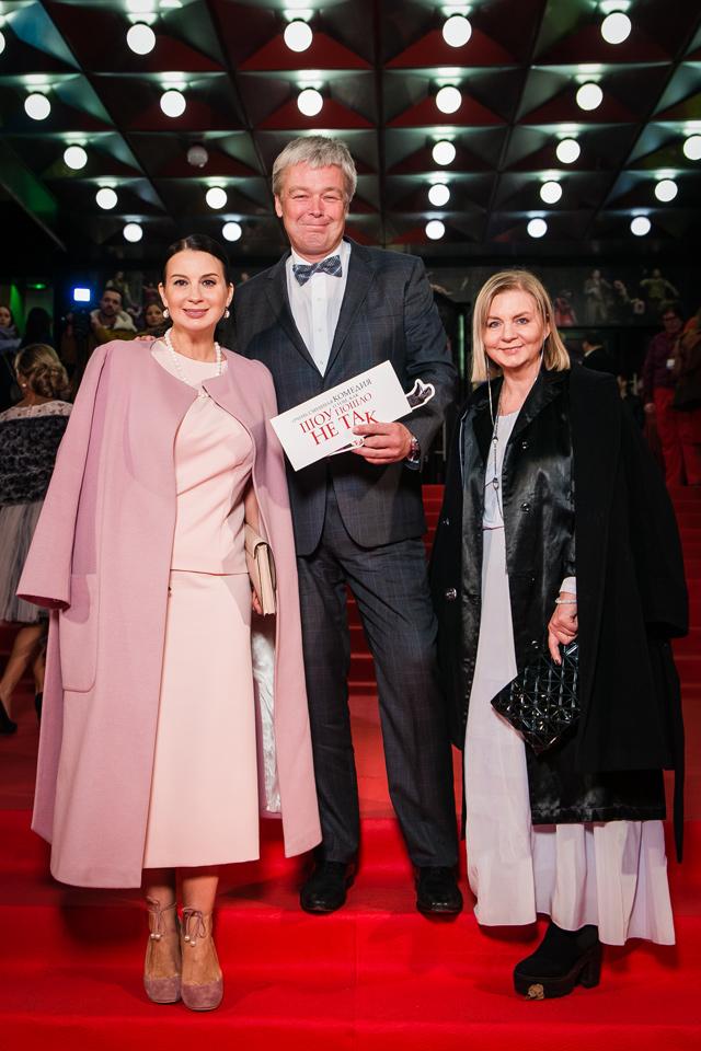 Александр и Екатерина Стриженовы с модельером Викторией Андреяновой.