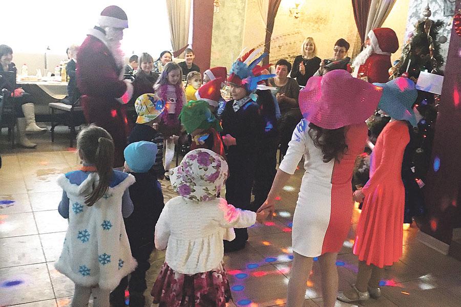 «КомСервисПлюс» дарит радость детям на все праздники.