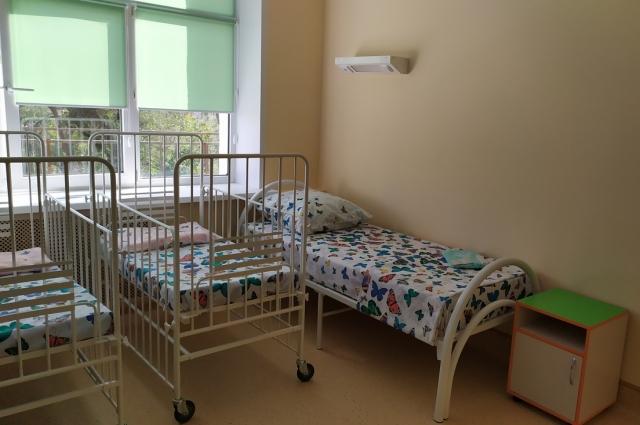 Палаты рассчитаны на пребывание троих мам с детьми, есть индивидуальные, а также семейный варианты.