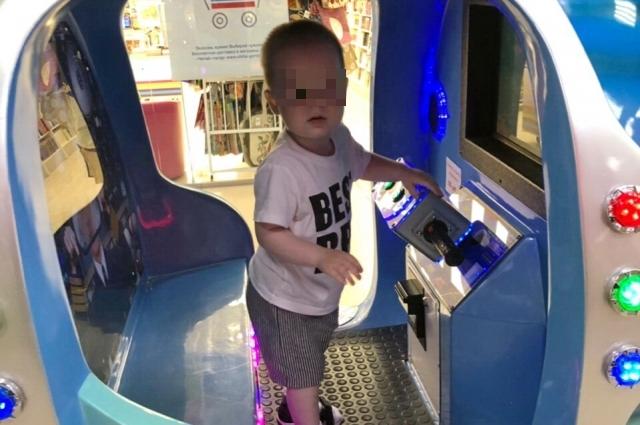 Мальчик умер в больнице меньше чем за месяц до своего второго дня рождения.