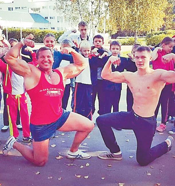 Особое внимание тренер Юрий Голубев уделяет занятиям спортом с детьми из малообеспеченных семей.