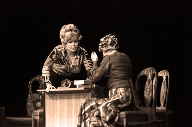 Ольга Аросева в спектакле Пена в Московском Театре Сатиры