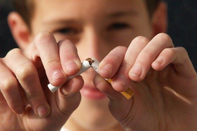 Детское курение опасно для жизни.