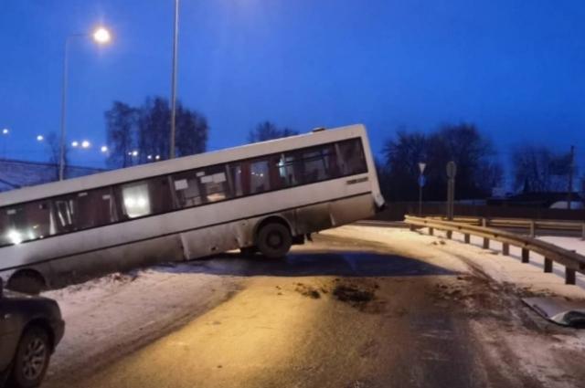 водитель не выбрал безопасную скорость.