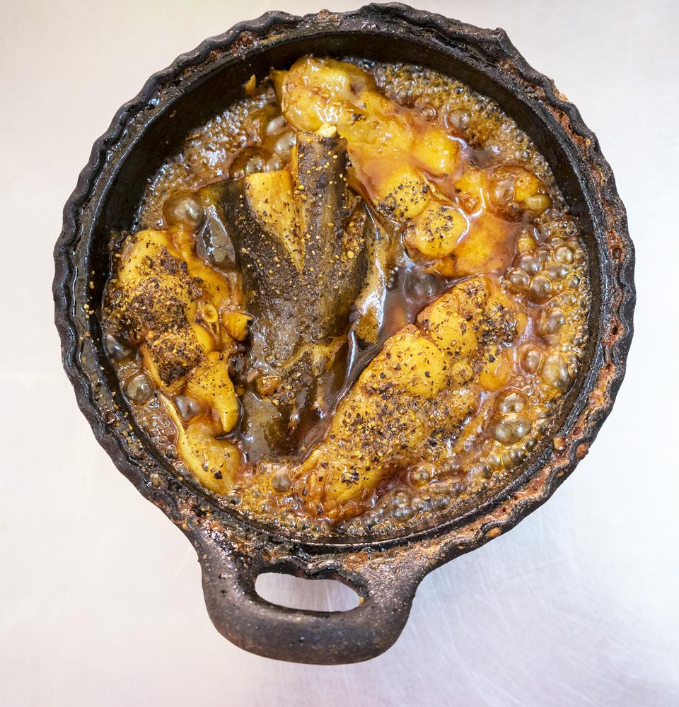 Жареная рыба с картофелем в горшочке