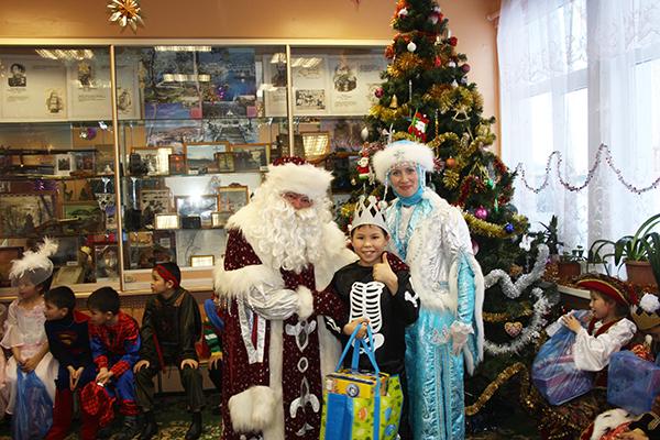 Праздник ребятам подарили артисты Камчатского театра кукол.