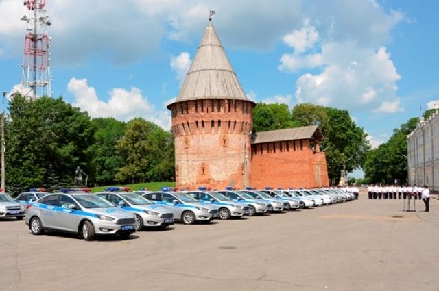 Смоленские полицейские получили новые автомобили иностранного и отечественного производства.