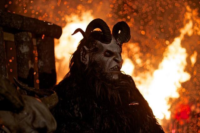 Крампус, мрачный помощник Санта Клауса.