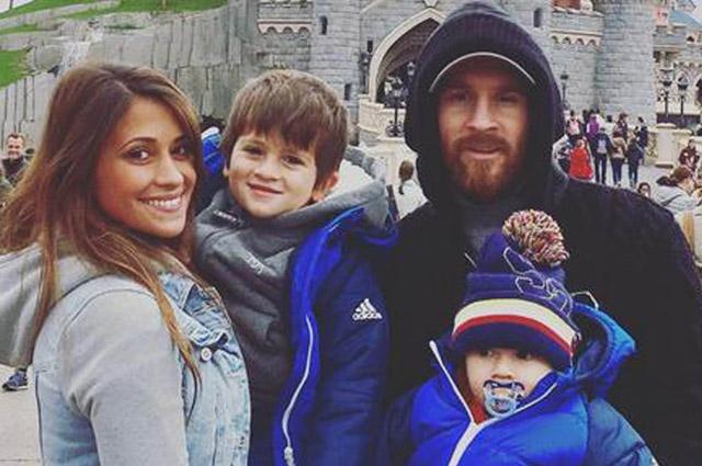 Лионель Месси и Антонелла Рокуццо с сыновьями.