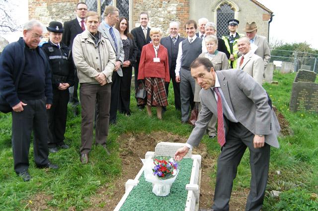 В апреле 2011 г. городской совет Хокли к приезду оренбургской делегации благоустроил место захоронения Александра Засса.