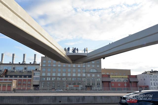 «Парящий» мост в московском парке «Зарядье»