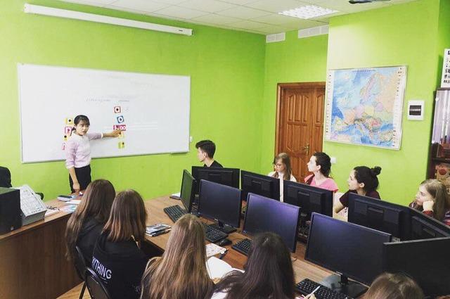 Студенты учат китайский язык