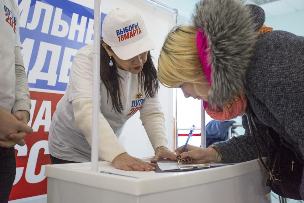 Сбор подписей за кандидатуру Владимира Путина проходит в Приморье.