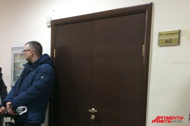 За этими дверями решается судьба Лидии Титоренко.