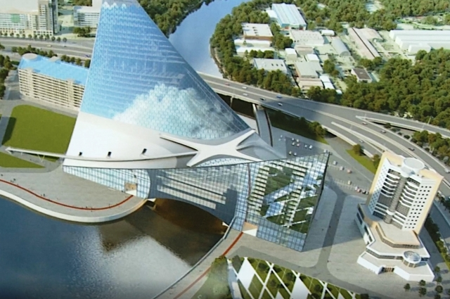Утвержденный проект здания с переходом на уровне третьего этажа и эскалаторами к нему.