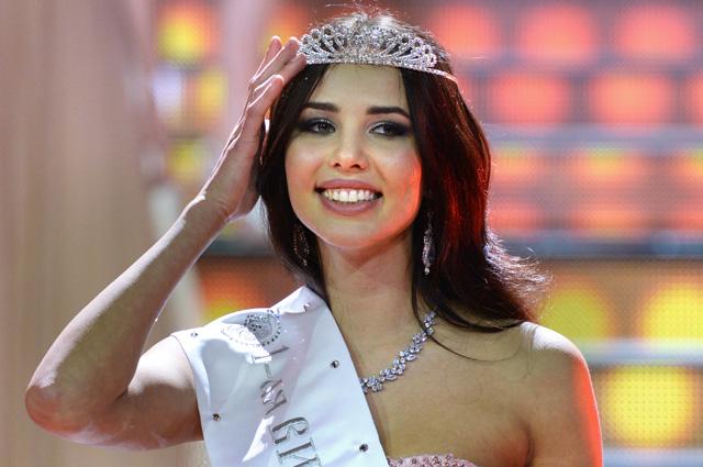 1-я Вице-мисс Анастасия Решетова во время чествования победительницы национального конкурса «Мисс Россия-2014».